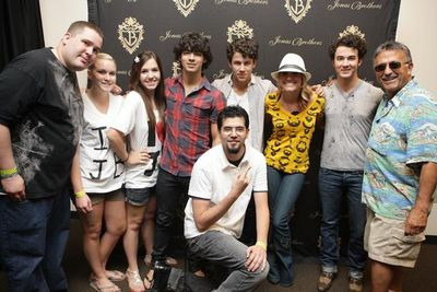 Kopi with jonas brothers